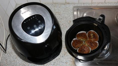 Frisch gebackene CBD Muffins – mit Schnittresten vom Cannabinoid Olivenöl machen