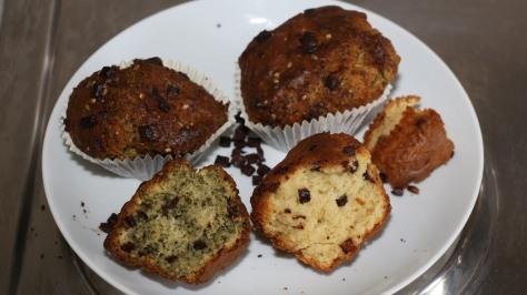 Links der CBD Muffin, rechts der normale