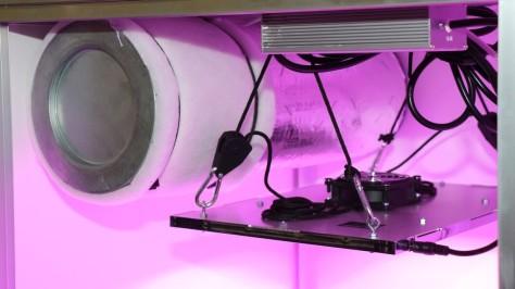 Growzelt mit LED Lampe und Aktivkohlefilter
