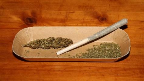 Ein Joint und Marihuana