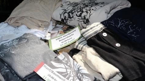 Kleidung aus Nutzhanf, teils mit Baumwollanteil