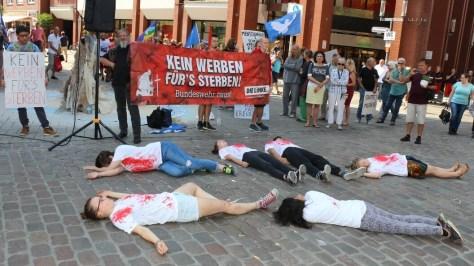 """Flashmob mit """"Leichen"""""""