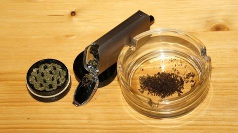 Vaporizer mit frischem und verbrauchtem Marihuana